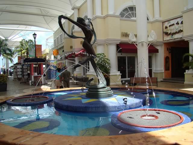 ... Mexican Caribbean La Isla Shooping Center Cancun 8e40fe0c3558a