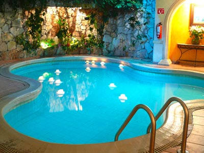 Hotel colonial hoteles peque os en merida for Hoteles en merida con piscina